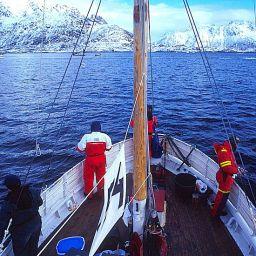 Circolo Polare Artico (Isole Lofoten): appunto con il World Championship Code Fishing, il mondiale di pesca al merluzzo con fisherman da tutto il Nord Europa.