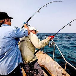 Pesca coi popper ai gt: doppio strike, momenti difficili a bordo del fisherman.