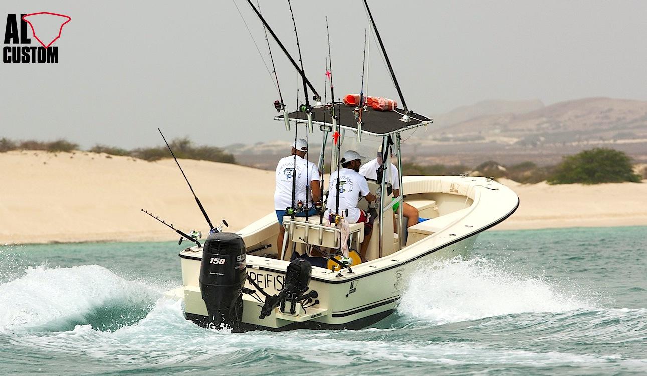 AL CUSTOM AL21: in navigazione nelle acque a sud dell'isola di Boa Vista (Capo Verde).