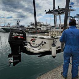 Porto di Sestri Levante: fasi del varo del fisherman AL CUSTOM AL21.
