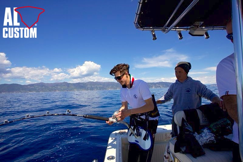 Fishing boat AL21: here are the pictures of Capt. Leonardo fighting a tuna.