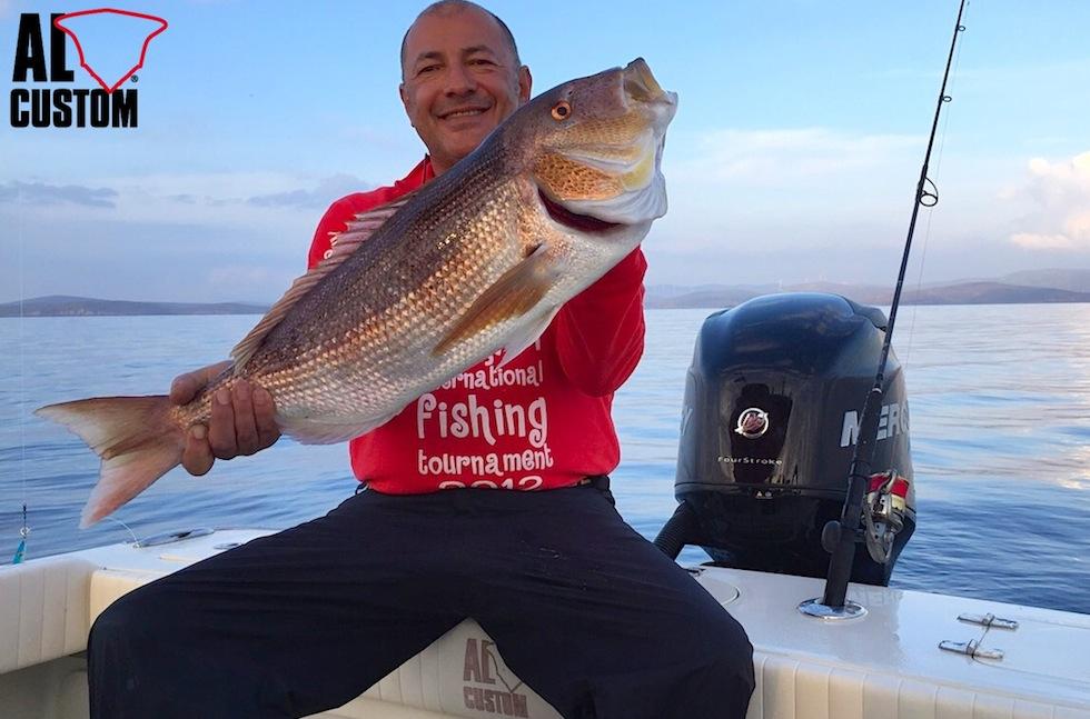 Alaçati (Turchia) traina col vivo al dentice a bordo di un fisherman AL CUSTOM AL21