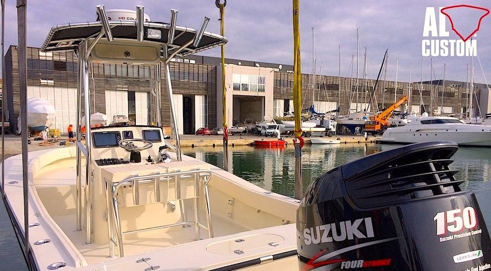 fishingboat ALCUSTOM AL21: in console strumentazione elettronica Raymarine. GPS, ecoscandaglio e radar.
