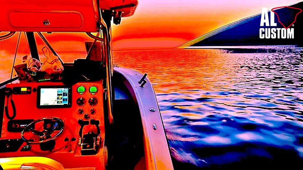 fishing boat AL CUSTOM AL25 a pesca nel golfo do Alaçati (Turchia)
