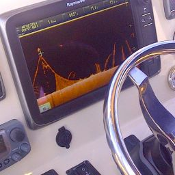 FISHING BOAT ALCUSTOM AL21: in console elettronica Raymarine a tecnologia CHIRP DownVision.