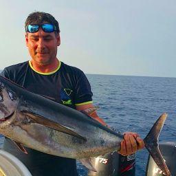 """Alalunga su fishing boat ALCUSTOM AL25 """"Idefix"""". Pesca a traina d'altura nel basso Lazio."""