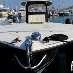 fishing boat ALCUSTOM AL30 nella versione cuddy, nel porto di Alaçati (Turchia)