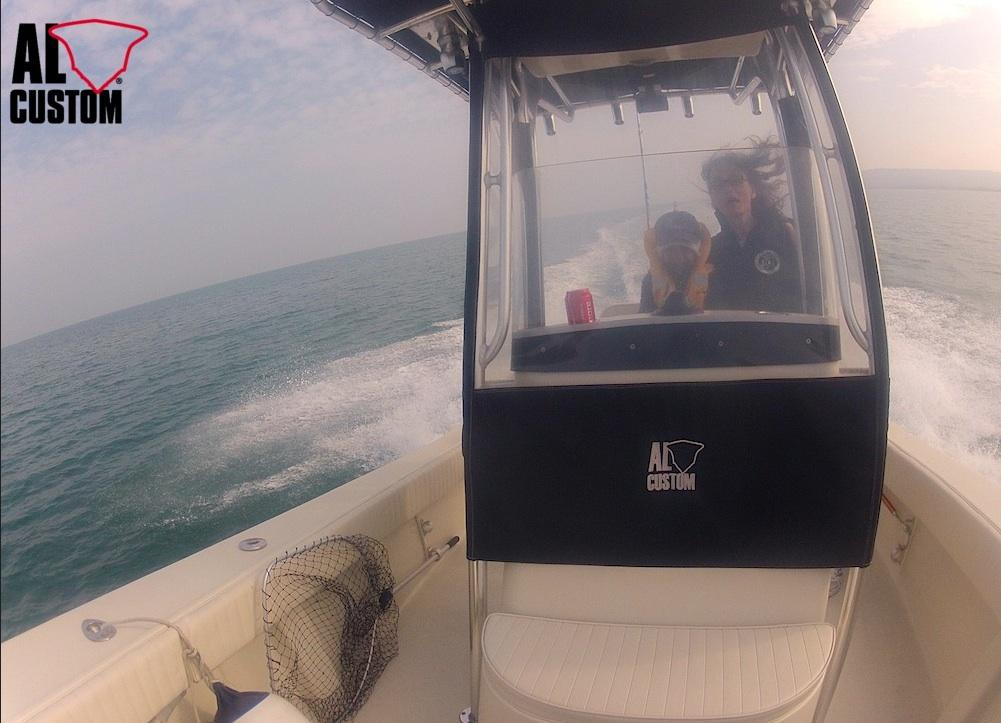 fishing boat ALCUSTOM AL21: center console in fibra di carbonio, motorizzazione Suzuki, elettronica Raymarine.