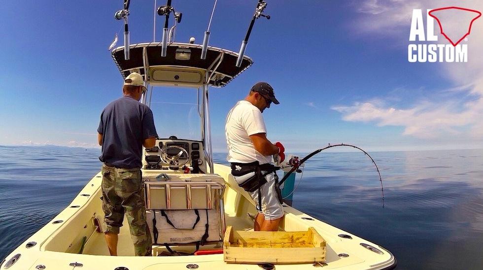 Fishing boat ALCUSTOM AL21, drifting al tonno in Adriatico. Combattimento in top shot e rilascio.