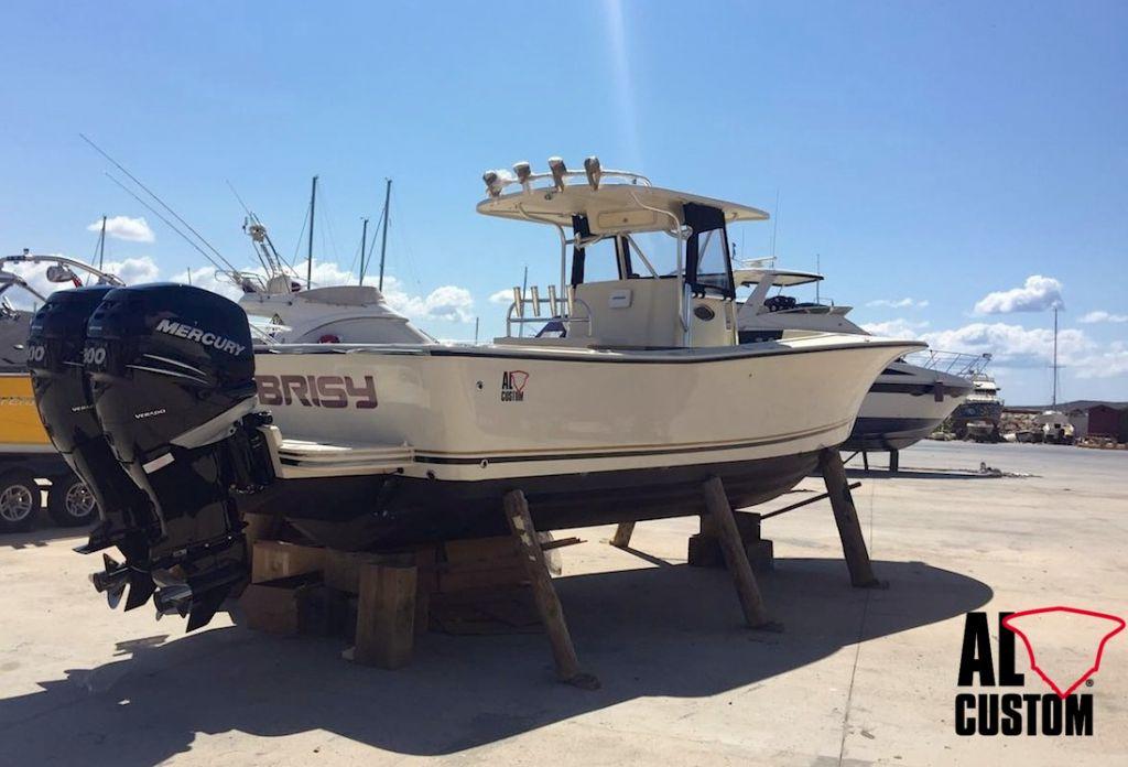 Fishing boat ALCUSTOM AL30 in versione cuddy. Motorizzazione Mercury 2x300 cv