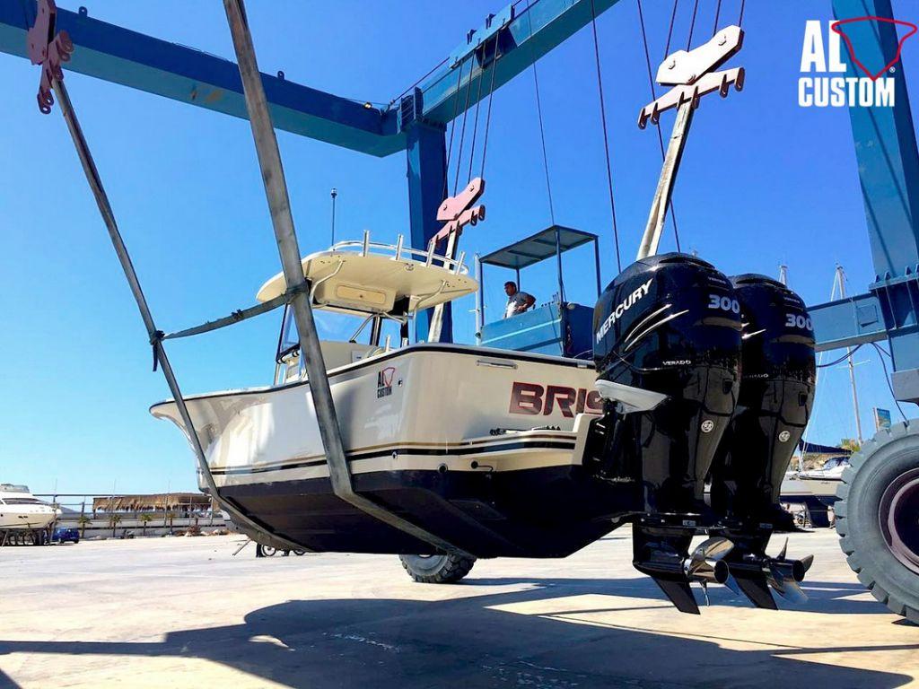Fishing Boat ALCUSTOM AL30: realizzata in fibra di carbonio, motorizzazione Mercury.