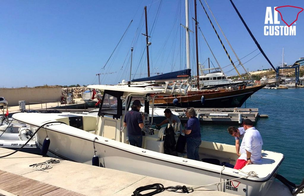 ALCUSTOM AL30: fishing boat ad alta tecnologia, disegnata da Lou Codega.
