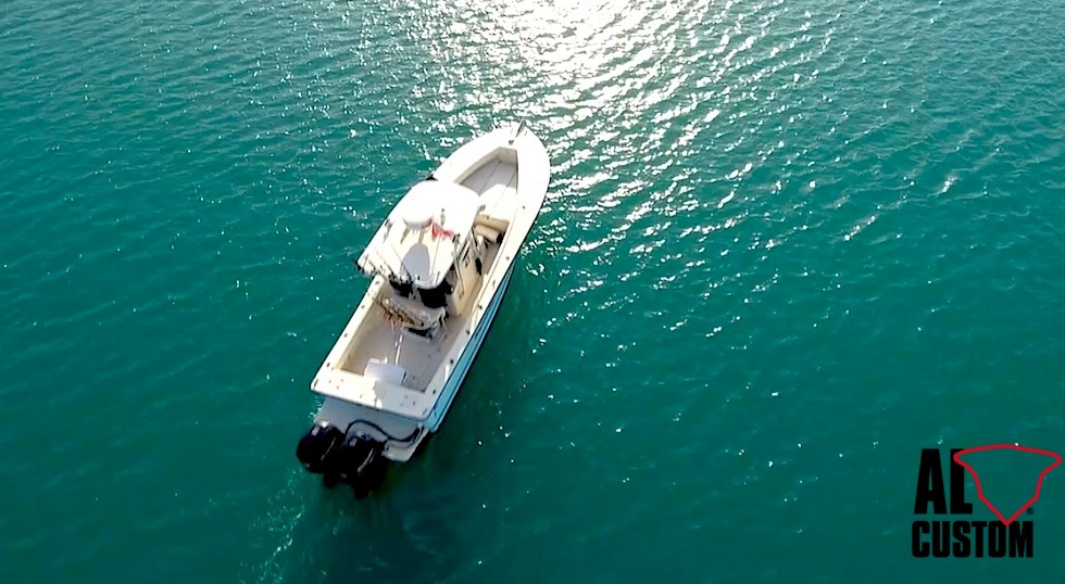 L?ALCUSTOM AL25 Duo, ripreso dal drone, in navigazione nel Levante Ligure