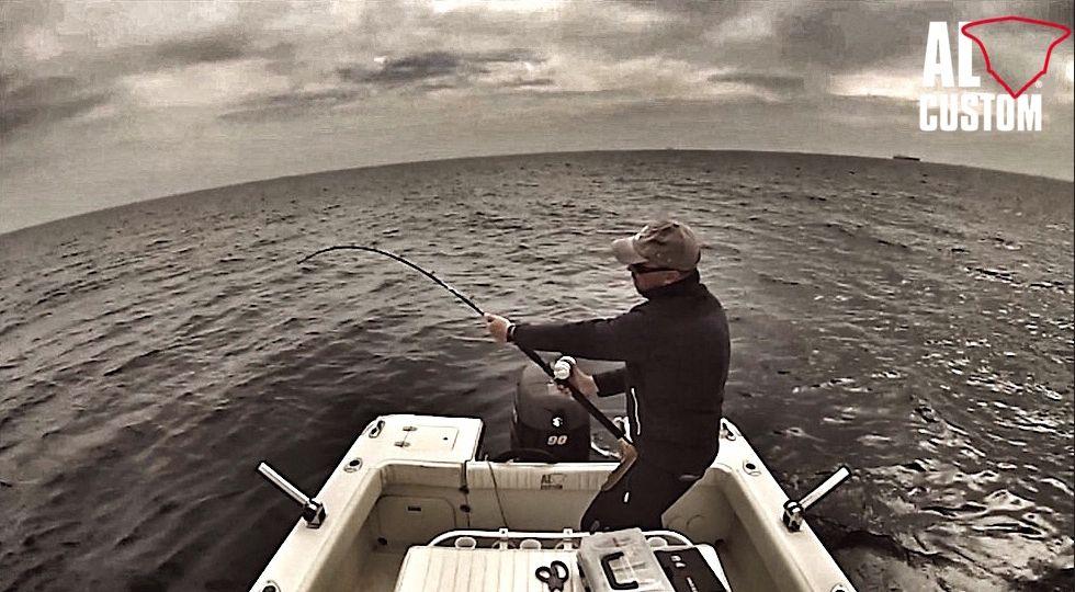 """Fishing boat ALCUSTOM AL19 """"Patapiti"""": combattimento con un tonno sulla 20 lb."""