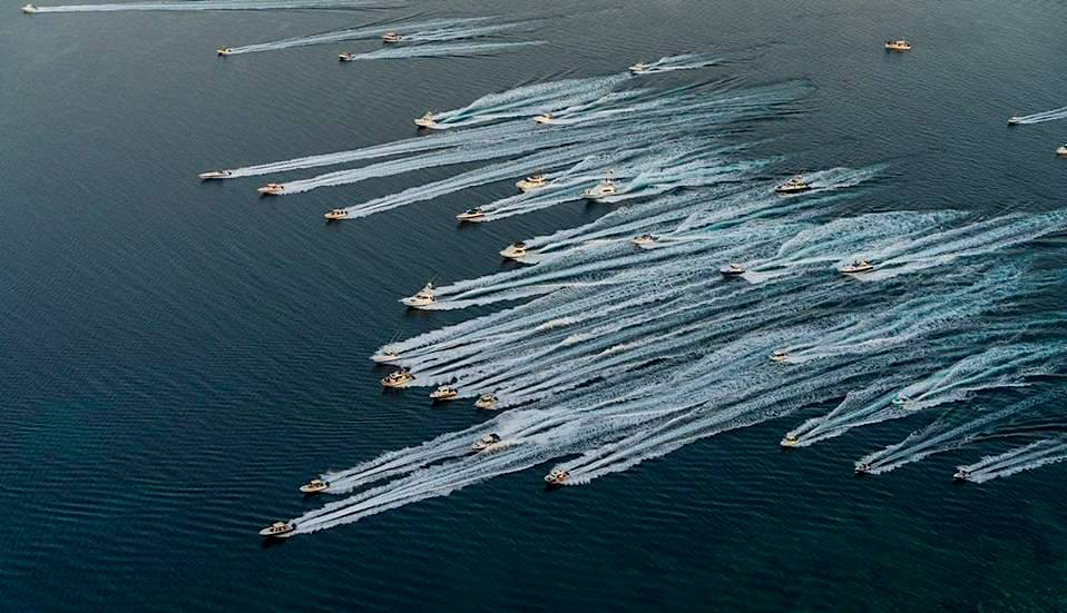 Alaçati Big Fish Tournament: fishing boats alla partenza. In testa ALCUSTOM AL30 e AL25