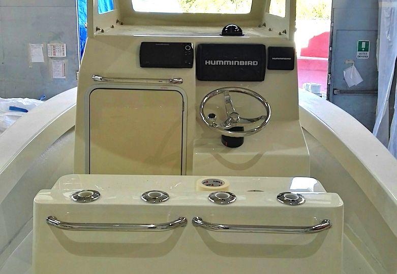 ALCUSTOM AL23: ideale per la pesca, dotatato di cabina. Fishing boat in carbonio. Fishing Attitude