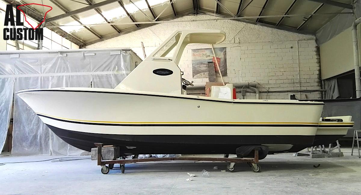 ALCUSTOM AL23: fishing boat in fibra di carbonio con ampia cabina e grandi spazi a bordo pensati per la pesca in mare.