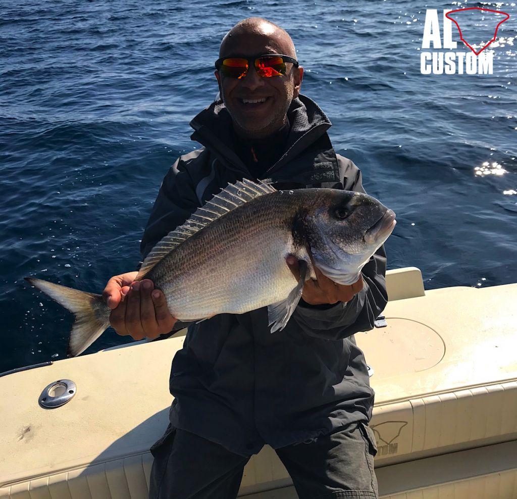 Traina col vivo a bortdo dl fisherman ALCUSTOM AL21: bellissima orata